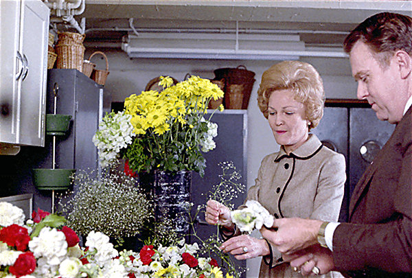 Basement hall white house museum pat nixon in the flower shop in 1970 national archives mightylinksfo