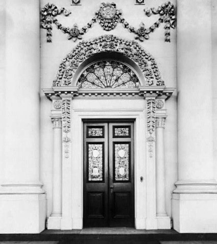 White house door