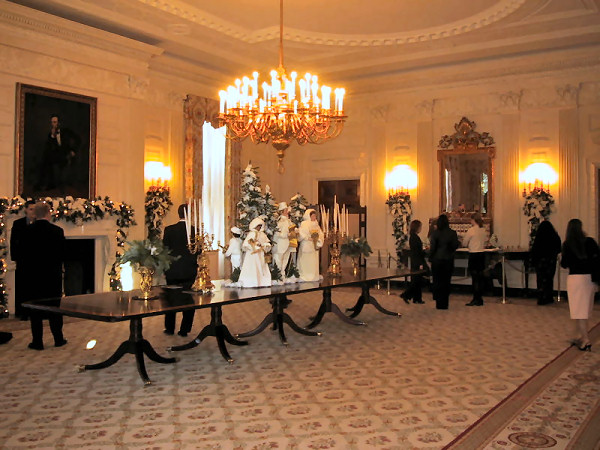 http://www.whitehousemuseum.org/floor1/state-dining-room/state-dining-room-2001-christmas.jpg
