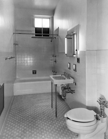 Bathroom 315 in 1952, looking north ( Truman Library - Abbie Rowe)