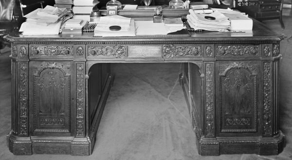 The Resolute Desk - Best Computer Desks