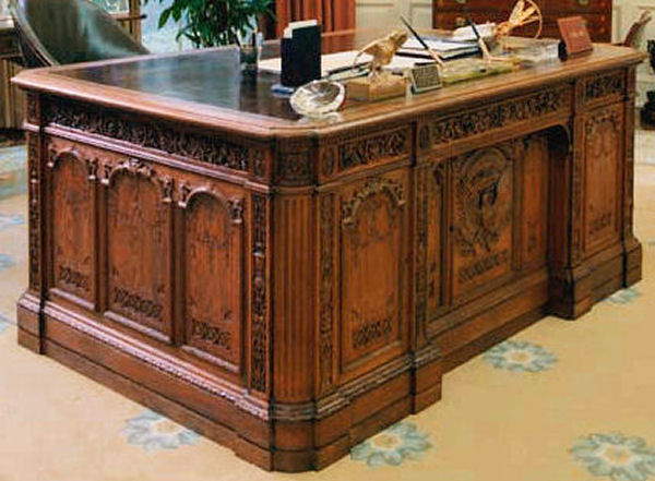 desk oval office. interesting oval the right side of the desk no high res version available to desk oval office