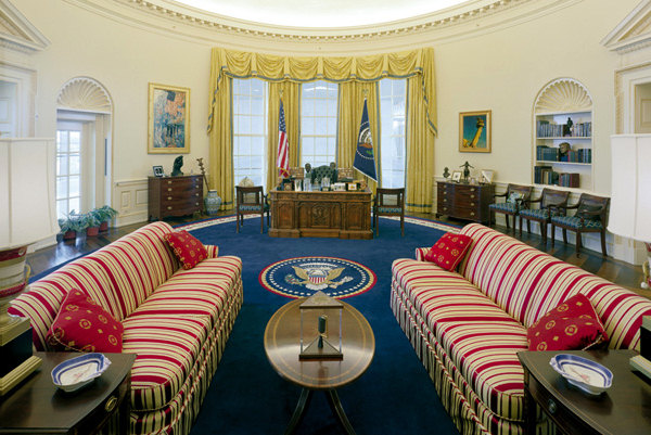 http://www.whitehousemuseum.org/west-wing/oval-office/oval-office-c1996.jpg