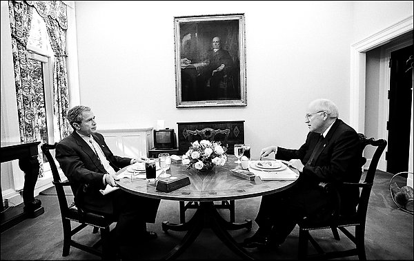 http://www.whitehousemuseum.org/west-wing/presidents-dining-room/presidents-dining-room-2007.jpg