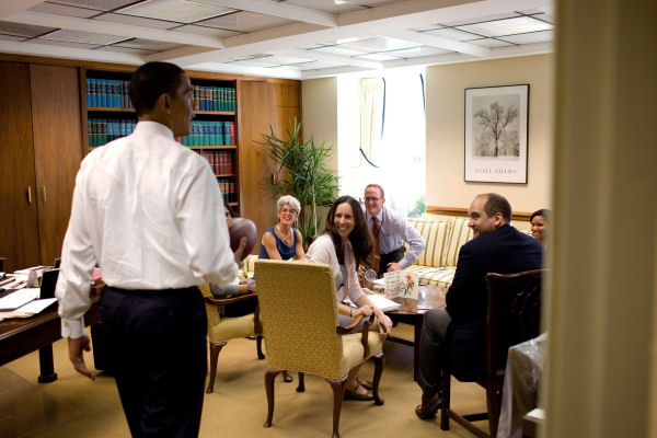 visits a ground floor staff office in 2009 white house pete souza